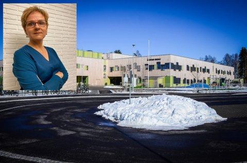 STØTTER HJEMMEUNDERVISNING: Carina Selbekk, rektor ved Rustad skole.