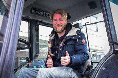 UNG OPPRØRER: Bonde Knut Halvor Aschjem (33) fra Ås deltar i bondeopprøret. Han er bekymret for at mange bønder opplever en trang økonomi og at velferdsordningene for bønder som ønsker å få barn ikke er gode nok.