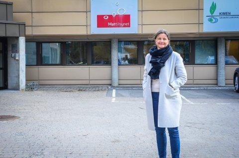 NYE LOKALER: Koronasenteret i Ås flytter fredag fra Åsgård skole til Mattilsynets gamle lokaler i Moerveien 12. På bildet, Virksomhetsleder Hjemmebaserte tjenester i Ås kommune, Heidi Eek Guttormsen.