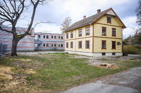 BEVARES: Kulturhuset D6 på Åsgård i Ås sentrum skal bevares, men det
