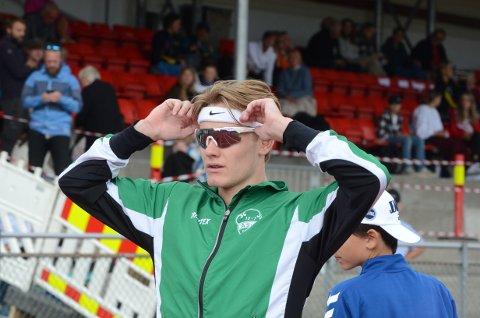 TO GULL: Ole Jakob Solbu vant klart både 800 og 1500 meter da han sikret seg sine første NM-gull. På 800 satte han også ny mesterskapsrekord.
