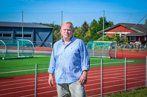 HENGER IKKE PÅ GREIP: - Kommunen snakker mye om at idrett og fysisk aktivitet er så viktig. Men når det kommer til å planlegge nye idrettsanlegg , slik at idretten har et sted å være, så skjer det ingen ting. Det er ikke godt nok, sier Kjetil Barfelt (FrP).