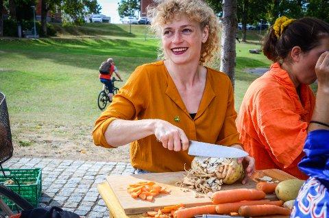 MATSVINN: Tonnevis av mat kastes hvert år på grunn av utseende. Margit Fausko (MDG) mener at vi må begynne å spise disse varene om matsvinnet skal reduseres drastisk.