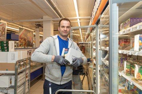 DOBBELT: Robert Aasen er butikksjef for Rema 1000 på Sunndalsøra. Snart får han samme rolle ved Rema 1000 i Surnadal også.