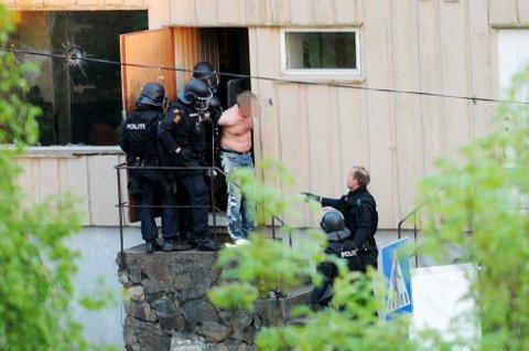 Fra politiaksjonen i Risør mot mannen, mai 2013.