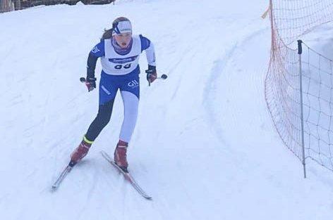 KJEMPEFORNØYD: Gudrun Fidje Gryting fra Gjerstad på vei inn til tredjeplass i elleveårsklassen i Osebergrennet i Storås.