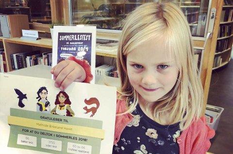 Leste mest: Mathilde Birkeland Hovet «vant» bibliotekets «sommerles»-kampanje, da hun på tre måneder leste i alt 66 bøker.Foto: Risør bibliotek