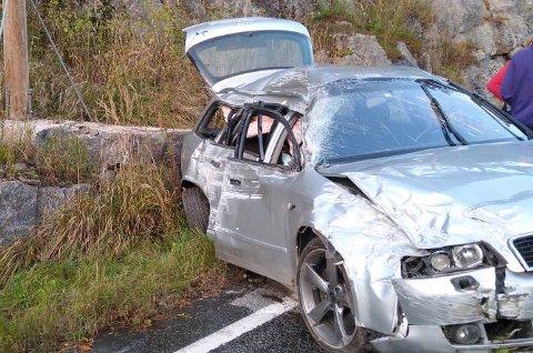 Bilen fikk store skader som følge av ulykken som inntraff i dag litt over klokken fem.