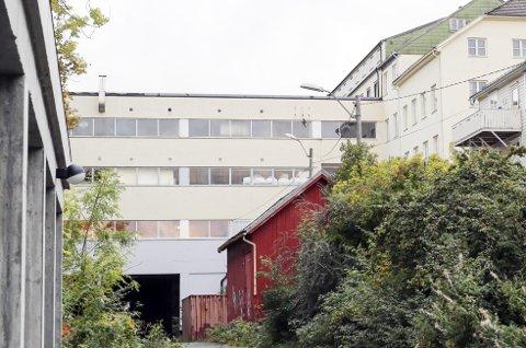 En næringseiendom med cirka 4000 kvadratmeter bruksareal, beliggende bare noen hundre meter unna Risørs hovedgate,  er nå til salgs for fire millioner kroner. Arkivfoto