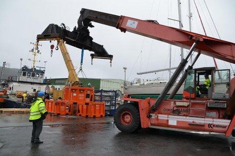 RIGG-HAVN: Flere hundre tonn med varer har blitt håndtert via havnen på Abelnes til oljeplattformene i Djuvik. Foto: Svein Løvland