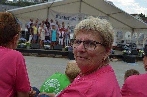 KRYSSER FINGRENE FOR FESTIVAL: Laksefestgeneral Gerd Nygaard håper å ha Laksefestival denne sommeren.
