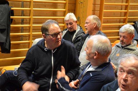 SIER FRA: Fisker Alf Ulland (til venstre) er fortsatt engasjert, men påpeker at det er en apati i forhold til fylkespolitikk på Hidra.