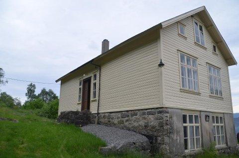 SPENNENDE OBJEKT: Det er søkt om midler til restaurering av vinduene til Slettevoll forsamlingshus, Eike gamle skole.  Oppvekst- og kulturetaten vurderer huset til å være et spennende objekt, og foreslår at det innvilges støtte.