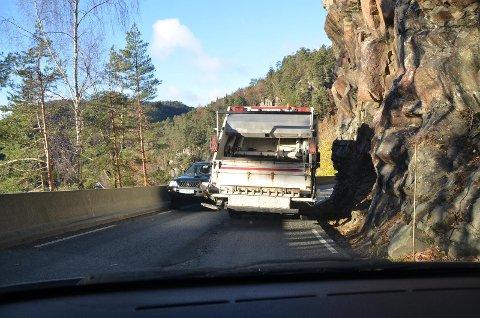 GJENGANGER: Utbedring av Skollabakken og Skollasvingen på fylkesvei 44 like vest for Flekkefjord er en gjenganger som fylkeskommunen ikke har vært villig til å løse. Nå ber fylkeskommunen om at kommunen stiller krav til utbygger av Skorveheia om å gjøre utbedringen.