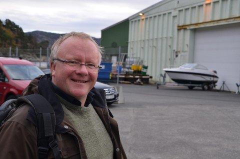 VIL JOBBE MED ERIK ALFRED: Næringssjef Hans-Egill Berven håper på å få til flere prosjekter med oppfinneren Erik Alfred Tesaker i fremover.
