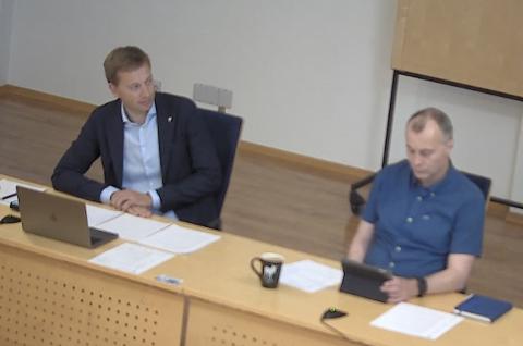 ORIENTERTE: Både rådmann Inge H. Stangeland (til høyre) og ordfører Jonny Liland (Ap) orienterte i dag formannskapet om saken om Sirdal kommune sin behandling av en gravid kvinne.