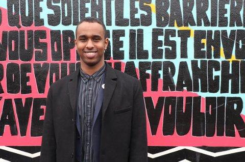 UENIG: Masterstudent Ibrahim Ali (23) studerer Asia- og Midtøstenstudier ved Universitetet i Oslo (UiO). Han reagerer på at universitetet stenger ned på eget initiativ.