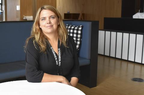 Leder for Stormen bibliotek, Trud Berg, tar på seg skylden for at Tur kafé ikke hadde fått forlengelse. Bildet er tatt i en annen sammenheng.