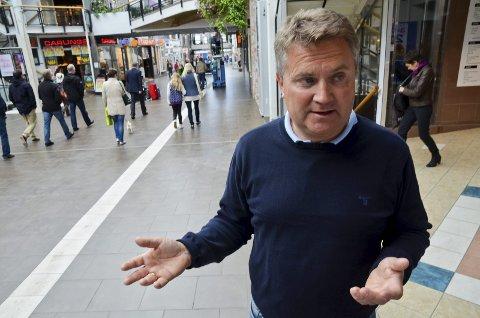 TILPASNINGER: Johan Jørgen Koch sier at de gjør individuelle avtaler med sine leietakere, slik at flest mulig kommer seg gjennom krisa.
