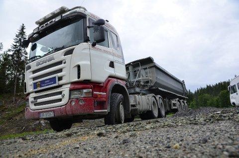 To tenåringer stjal denne flere tonn tunge semitraileren og kjørte over 200 kilometer på E6 fra Bodø til Selfors.