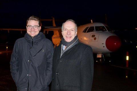 Andreas Røe og daglig leder Heine Richardsen i NextMove foran flyet som i dag trafikkerer flyruten Ørland - Oslo - Ørland.