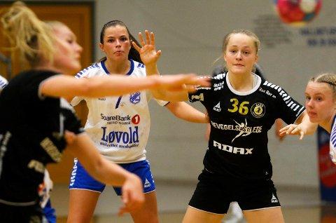 Guri Fjellstad Nikolaisen var flyttet fra venstrekant til playmaker mot Aker 2. Hun scoret tre mål fra sin nye posisjon mot Aker 2.