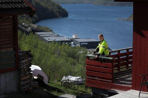 Martin Eliassen bor i bygda og fikk jobb bare et steinkast unna.