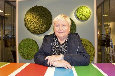 – Nå må de ta til vettet. Det går ikke an å behandle folk slik tarmkreftpasienter på Helgeland blir, er klar melding fra Unni Rølvåg Strand, til øverste helsemyndigheter.