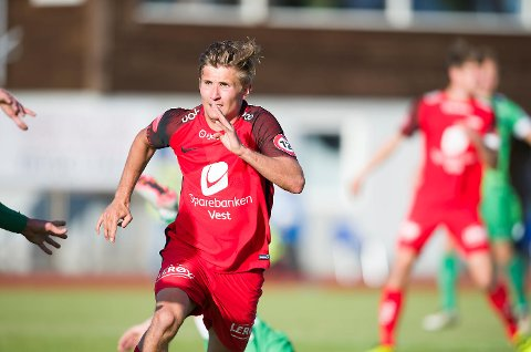 Steffen Lie Skålevik får vise seg frem, denne gangen plassert på kanten.