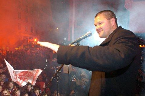 Mons Ivar Mjelde feiret tok ikke bare seriegullet hem, det ble også cupgull i 2004 (bildet).