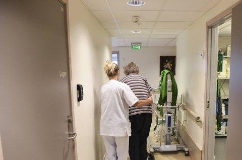 I Bergen kan ansatte jobbe ved flere ulike sykehjem, selv om det oppfordres til å unngå det. (Illustrasjonsfoto)