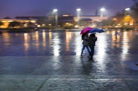 Tirsdag kveld blåste det kraftig opp i Bergen og omegn.
