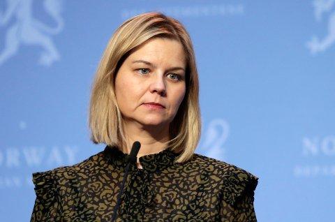 Kunnskaps- og integreringsminister Guri Melby under en pressekonferanse om koronasituasjonen.