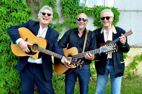 Siden midten av 1980-tallet har Ole Gunnar Nagelsett sunget og spilt gitar i gruppen, The Proones. Med seg har han seniorkonsulent i norsk musikkråd, Erlend Rasmussen på gitar og bassist og høgskoleprofessor, Dag Leonardsen.