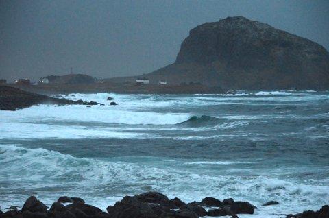 Svært hav ved Nykvåg i Bø.