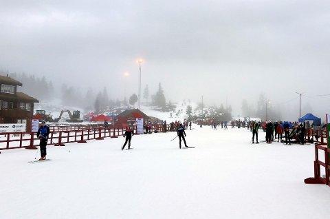 Det er klart for norgescuprenn på Voss med tre Hadsel-utøvere på startstreken. Slik ser forholdene ut på skistadion dagen før det braker løs. (Foto: Innsendt)
