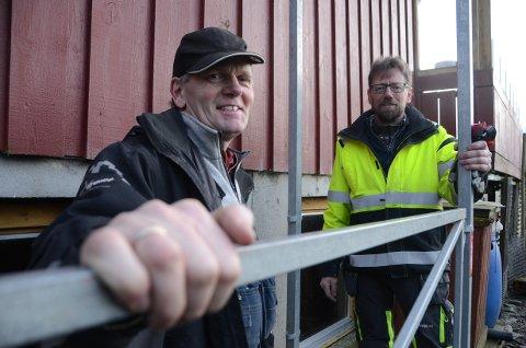 Byggmestrene: Brødrende Reidar (t.v.) og Rune Sande driver familiebedriften Sande Bygg i tredje generasjon. Her er de på jobb på Vistnes i Randaberg.