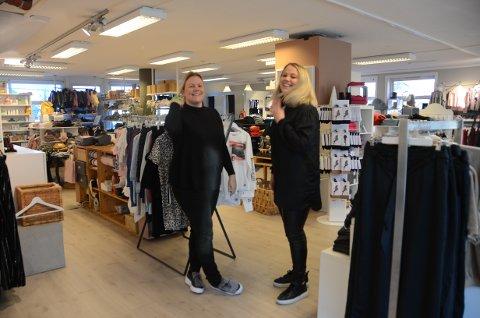 Kjersti Lundbakk (t.v.) og Kariann Randeberg hos Buster i Randaberg lar de som vil holde på med Black Friday. Selv ønsker de heller velkommen til hyggelig og handel i en butikk hvor smilene sitter løst.