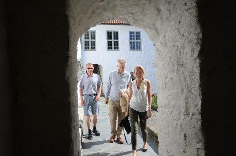 Klosterseminar: Tove Galta (t.h.), Arild Wøllestad og Ole Hodnefjell inviterer til et spennede og interessant seminar i Utstein kloster 7. september.