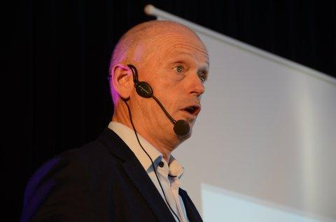 Industri: Ståle Kyllingstad snakket engasjert for mange frammøtte på Tungenesmøtet, på Viste.