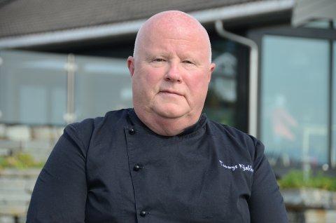 Hardt rammet: Tommy Ditløvsen ser ikke lyst på hvordan han skal klare å holde det gående i Tommy Kjøkken på Sokn de neste ukene med svært strenge smitteverntiltak.