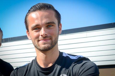 DRØMMEN: Å drive med fotball er det beste kaptein Marius driver med.