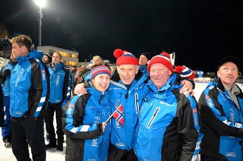 GOD STEMNING: Idar Nygård (i midten) stortrives på hopprenn sammen med Lena Lillestøl og Stig Seljeset.