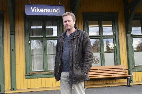 Pendling: Jan Gunnar Mørkeng pendler daglig fra Vikersund til Lysaker. Han må reise til Hokksund for å gå på toget, for det er umulig å pendle fra Vikersund.