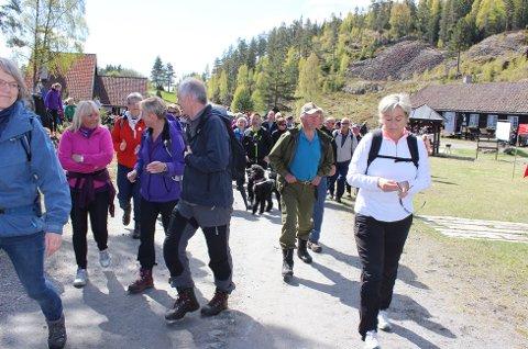 LENGSTE TUREN: Mange tok den lengste runden på 12 kilometer. De minste kunne bli med Barnas Turlag på en mer tilpasset tur.
