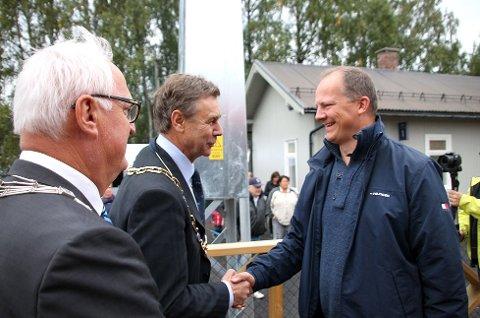 SVEVER HØYT: Bent Inge Bye da han tok i mot Ketil Solvik-Olsen på Steinberg for to år siden.