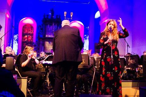 Ingebjørg Bratland var årets gjest på Midtnattskonserten i Heggen kirke.