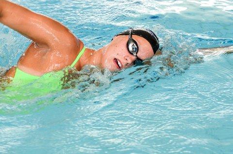 VANT TRE: Stine Lise Stenseth fra Øvre Eiker tok sølv og bronse på frisvømmingen under NM. Det ble også stafettgull med Bærum.
