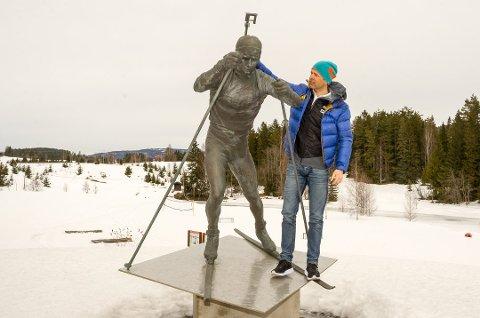 TV-EKSPERT: Karrieren som utøver har blant annet gitt han statue av seg selv hjemme på Simostranda. Nå blir Ole Einar Bjørndalen ekspert for TV 2.