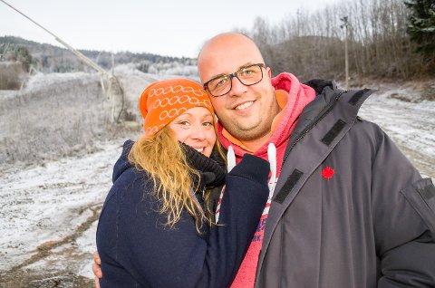 GAVMILDE: Miriam og Morten Wahlmann har opprettet et minnefond i sin avdøde sønns navn. Den første offentlige gaven minnefondet gir, er til Modum skisenter.